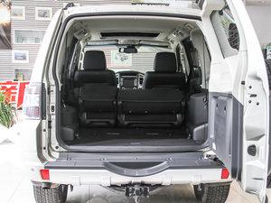2016款3.0L 自动尊贵版 国V 行李厢空间