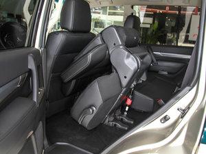 2016款3.0L 自动尊贵版 国V 后排座椅放倒