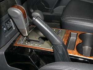 2018款3.0L 自动尊贵版 驻车制动器