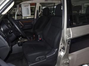 2018款3.0L 自动舒适版 前排座椅