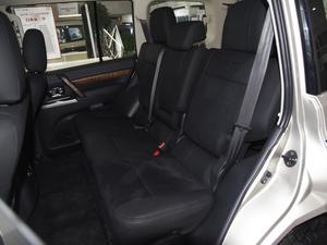 2018款3.0L 自动舒适版 后排座椅