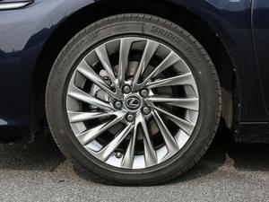 2018款300h 行政版 轮胎