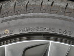 2018款300h 行政版 轮胎尺寸