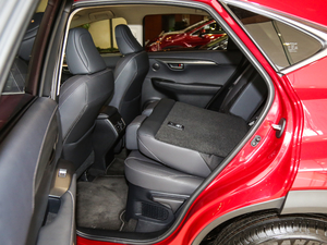 2018款300 锋行版 前驱 后排座椅放倒