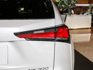 2018款200 锋行版 前驱 尾灯