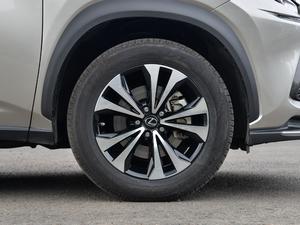 2018款300 F SPORT 全驱 轮胎