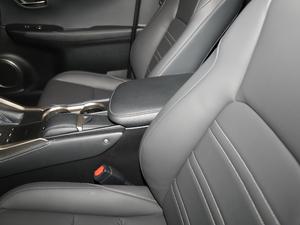 2018款300 锋尚版 全驱 前排中央扶手