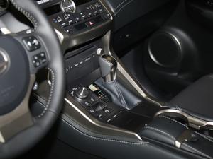 2018款300 锋尚版 全驱 变速挡杆