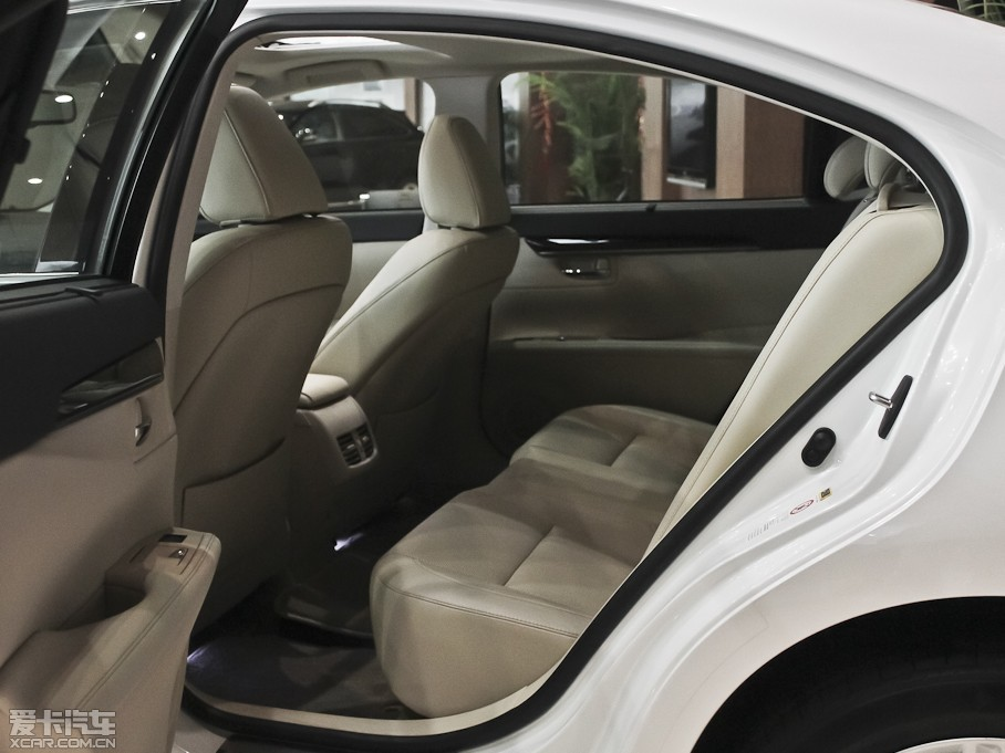 2013款雷克萨斯es350 典雅版
