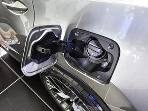 2016款200t 四驱F SPORT 油箱盖打开