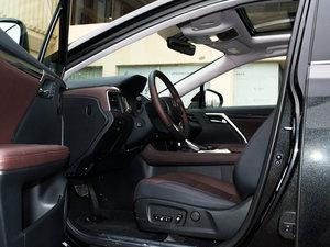 2016款300 四驱典雅版 前排空间