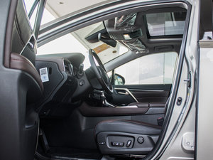 2016款450h 四驱豪华版 前排空间