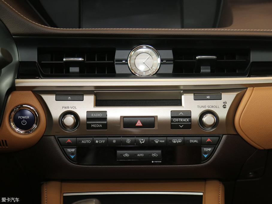 2015款雷克萨斯es300h 舒适版