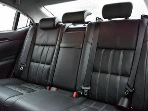 2015款300h 尊贵版 后排座椅