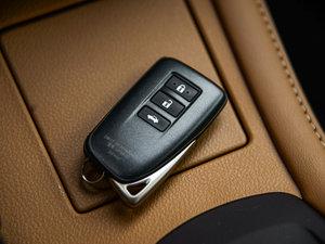 2015款300h 豪华版 钥匙