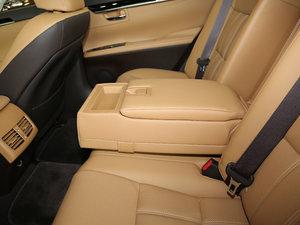 2015款300h 舒适版 后排中央扶手