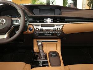 2015款300h 舒适版 中控台