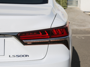 2018款500h F Sport 尾灯
