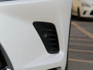 2017款300h 锋尚版 前驱 雾灯