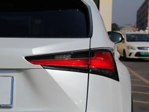 2017款300h 锋尚版 前驱 尾灯