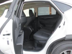 2017款300h 锋尚版 前驱 后排空间