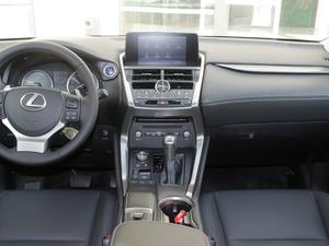 2017款300h 锋尚版 前驱 中控台