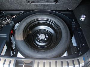2017款300h 锋尚版 前驱 备胎
