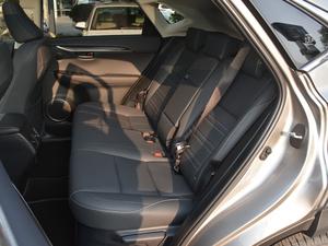 2017款300h 锋致版 全驱 后排座椅