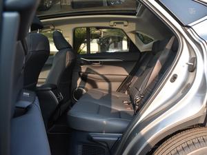 2017款300h 锋致版 全驱 后排空间