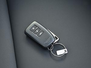 2017款300h 锋致版 全驱 钥匙