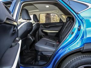 2017款300h F SPORT 全驱 后排空间