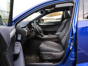 2017款300h F SPORT 全驱 前排空间