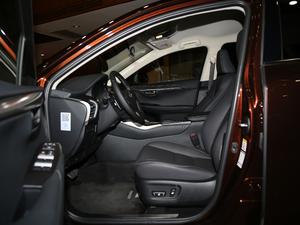 2017款300 锋行版 前驱 前排空间