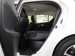 2017款200h 舒适版 单色 后排座椅放倒