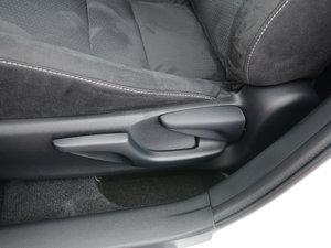 2017款200h 精英版 单色 座椅调节