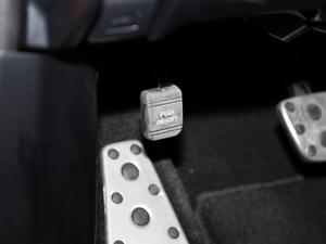 2017款200h F SPORT 双色 驻车制动器