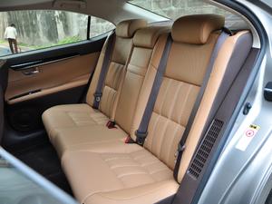2017款300h Mark Levinson舒适版 后排座椅