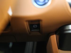 2018款500h 运动版 驻车制动器