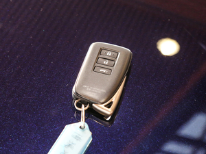 2017款450h Mark Levinson 四驱豪华版 钥匙