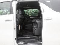 空间座椅埃尔法 双擎后排空间