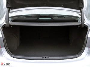 2012款Avensis 行李厢空间