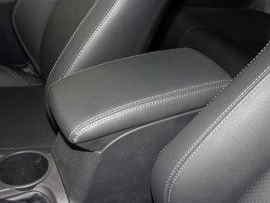 2011款2.5L 豪华版 前排中央扶手