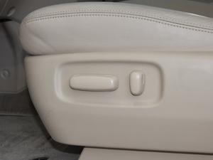 2012款2.4L 7人座标准版  座椅调节