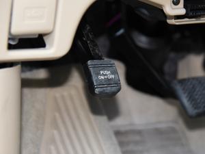 2012款2.4L 7人座标准版  驻车制动器