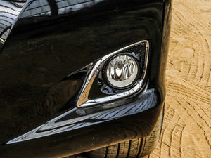 2013款2.7L 四驱至尊版 雾灯