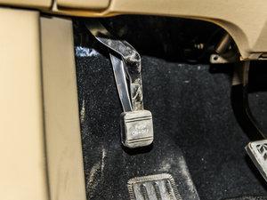 2013款2.7L 四驱至尊版 驻车制动器