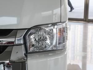 2011款2.7L 13座自动标准版 头灯