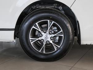 2011款2.7L 13座自动标准版 轮胎