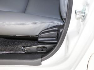2011款2.7L 13座自动标准版 座椅调节