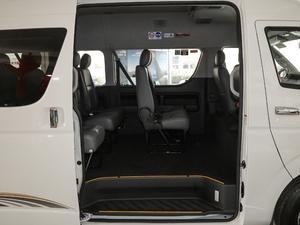 2011款2.7L 13座自动标准版 后排空间